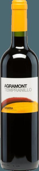 Die tiefrote Farbe des Agramont Tempranillo Roble DO Navarra von Bodegas Agronavarra gleicht einem funkelnden Rubin. Ein schöner fruchtig-würziger Duft, dominiert von schwarzen Beeren (Brombeeren, schwarze Johannisbeeren, Heidelbeeren) und akzentuiert von markanten Vanille- und Würztönen sowie einer Spur Fenchel, prägt den ersten Eindruck. Ein vollmundiges und angenehm weiches Gefühl entwickelt sich am Gaumen. Der Geschmack wird ebenso von Fruchtaromen bestimmt. Dieser spanische Rotwein birgt ein schönes Zusammenspiel aus Frucht, Säure und Tanninen und endet in einem saftigen Finish. Vinifikation des Agramont Tempranillo Nach der maschinelle Lese werden die Trauben der Bodegas Agronavarra entrappt und eingemaischt. Die entstandene Maische wird im Edelstahltank vergoren und der daraus gewonnene Weine für 3 Monate in amerikanischen Eichenfässern ausgebaut. Speiseempfehlung für den Agramont Tempranillo aus Navarra Wir empfehlen diesen Rotwein aus Spanien zu Tapas, deftigen Eintöpfen, Meeresfrüchten und Schalentieren, gebratenem Fisch (Lachs, Thunfisch), Gegrilltem, Wildgeflügel (Rebhuhn, Fasan), Kalb, Rind und Weichkäse.