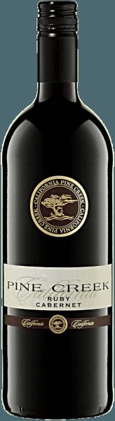 Mit dem ASV Winery Pine Creek Ruby Cabernet 1,0 l kommt ein erstklassiger Rotwein ins Weinglas. Hierin offenbart er eine wunderbar leuchtende, purpurrote Farbe. Mit etwas Seitenlage offenbart das Rotweinglas an den Rändern einen charmanten Violett-Ton. Schwenkt man das Glas, dann kann man bei diesem Rotwein eine perfekte Balance wahrnehmen, denn er zeichnet sich an den Glaswänden weder wässrig noch sirup- oder likörartig ab. Der Nase zeigt dieser ASV Winery Rotwein allerlei Heidelbeeren, Maulbeeren, schwarze Johannisbeeren und Brombeeren. Als wäre das nicht bereits eindrucksvoll, gesellen sich noch schwarzer Tee, Kakaobohne und Lebkuchen-Gewürz hinzu. Dieser Rotwein von ASV Winery ist genau die richtige Wahl für alle Weinfreunde, die möglichst wenig Restzucker im Wein mögen. Dabei zeigt er sich aber nie karg oder spröde. Am Gaumen präsentiert sich die Textur dieses ausgeglichenen Rotweins perfekt balanciert. Durch seine vitale Fruchtsäure offenbart sich der Pine Creek Ruby Cabernet 1,0 l am Gaumen außergewöhnlich frisch und lebendig. Das Finale dieses reifungsfähigenRotweins aus der Weinbauregion Kalifornien besticht schließlich mit schönem Nachhall. Weinbereitung des ASV Winery Pine Creek Ruby Cabernet Grundlage für den balancierten Pine Creek Ruby Cabernet 1,0 l aus Kalifornien sind Trauben aus der Rebsorte Ruby Cabernet. In Kalifornien wachsen die Reben, die die Trauben für diesen Wein hervorbringen auf Böden aus Sediment- und Verwitterungsgestein. Nach der Weinlese gelangen die Trauben zügig ins Presshaus. Hier werden Sie sortiert und behutsam aufgebrochen. Es folgt die Gärung im bei kontrollierten Temperaturen. Der Vergärung schließt sich eine Reifung im Edelstahltank an. Foodpairing für den Pine Creek Ruby Cabernet 1,0 l von ASV Winery Trinken Sie diesen Rotwein aus USA idealerweise temperiert bei 15 - 18°C als begleitenden Wein zu Boeuf Bourguignon, Ossobuco oder geschmortes Hähnchen in Rotwein.