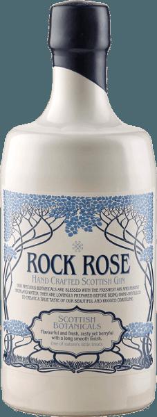 """Der Rock Rose Gin der Dunnet Bay Distillery offenbart im Glas ein feines Bouquet von frischen Rosen, dezentem Alkohol und Beerennoten von Vogelbeeren, Weißdornbeeren und Sanddorn. Die 18 verschiedenen Botanicals geben diesem schottischen Hand Crafted Gin seine unglaubliche Komplexität. Der italienische Wacholder verleiht ihm Tiefe und Wärme, der bulgarische Wacholder sorgt für frische Zitrusnoten. Im langen Abgang überzeugt dieser außergewöhnliche Gin mit seiner Cremigkeit und delikatene Gewürznoten. Servierempfehlung für den Rock Rose Gin Genießen Sie diesen Gin pur, im klassischen Gin & Tonic oder probieren Sie doch einen """"Vin Chill Factor"""". Vin Chill Factor 4 cl Rotwein 4 cl Rock Rose Gin 2 cl Grenadine Sirup Shaken Sie diese Zutaten mit Eis und füllen Sie das Glas anschließend mit Prosecco auf. Auszeichnungen für den Rock Rose Gin von der Dunnet Bay Distillery Great Taste: Top 50 Scatland's Speciality Food Show: Bestes Produkt San Francisco World Spirits Competition: Bronze Scotland of Food and Drink Excellence Awards: Finalist Retail Product"""