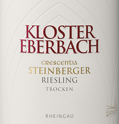 Der Steinberger Riesling Crescentia von Kloster Eberbach ist ein herausragender Weißwein aus erster Lage im deutschen Weinanbaugebiet Rheingau. Im Glas besticht dieser Wein mit einem klaren Strohgelb und zarten Goldreflexen. Das Bouquet wird von einer frischen Aromatik nach Zitrusfrüchten und saftiger Pfirsich bestimmt - untermalt von kräutrigen Noten und mineralischen Anklängen. Am Gaumen begeistert dieser deutsche Weißwein mit einer feinsaftigen Charakteristik, die von einer sehr feinen Säure, mineralischen Noten und pflanzlicher Würze umhüllt wird. Dieser Weißwein besitzt einen sehr elegante sowie harmonische Stilistik und schließt mit einem langen Nachhall ab. Vinifikation desSteinberger Riesling Crescentia Eberbach Nach der sorgsamen Lese der Riesling-Trauben werden diese in den Weinkeller von Kloster Eberbach gebracht. Nach der schonenden Kelterung und der Trennung der Beerenschalen sowie Traubenkerne vom Saft, wird der Most zur alkoholischen Gärung vorbereitet. 50% dieses Weins reifen in Edelstahltanks - die anderen 50% in Eichenholzfässern mit einem Volumen von 1200 Liter sowie 2400 Liter. Speiseempfehlung für den Kloster Eberbach CrescentiaSteinberger Riesling Genießen Sie diesen trockenen Weißwein aus Deutschland zu frischen Salaten, geräuchertem Lachs, Austern, Meeresfrüchten und Frischkäse.