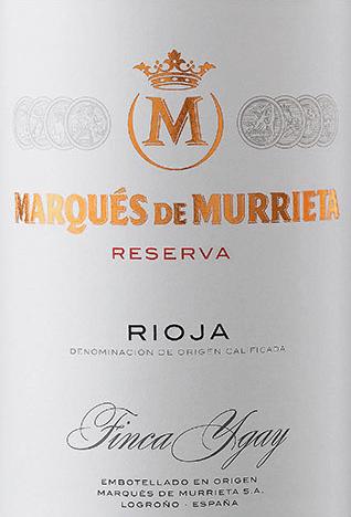 Die Rioja Reserva von Marqués de Murrieta ist eine elegante Reserva, die Tradition und moderne Kellertechnik verbindet. Die Auswahl der besten Trauben lässt einen großartigen und komplexen Wein entstehen. Dieser Wein präsentiert sich in einem kraftvoll glänzenden Rubinrot mit leichten violetten Reflexen im Glas. In die Nase strömen feine Aromen von dunklen Kirschen und Pflaume mit würzigen Anklängen von Tabakkästchen. Am Gaumen spürt man einen extraktreichen Körper mit gut integrierten und feinkörnigen Tanninen. Dazu gesellen sich opulente Fruchtaromen nach Weichselkirsche und dunklen Waldfrüchten. Diese sind von feiner Würze nach Zigarrenkiste, Zimt und Lakritz unterlegt. Ein sehr eleganter Rioja mit großer Komplexität und Feinheit. Hervorragend präsentiert dieser spanische Rotwein einen Rioja, der Tradition und Moderne verbindet. Vinifikation desMarqués de Murrieta Rioja Reserva Die Trauben wachsen um das Weingut an der Südspitze der Rioja Alta. Diese Rotwein-Cuvée wird aus den RebsortenTempranillo, Graciano, Mazuelo und Garnacha vinifiziert. Die Trauben werden entrappt und dann temperaturgesteuert im Edelstahltank für 8 Tage fermentiert. Während der Gärung wird sowohl über die Kappe der Maische Most gepumpt (Remontage), sowie auch der Maischehut in den gärenden Wein gedrückt (Pigeage). Beide Verfahren sorgen für eine hohe Farb- und Aromaextraktion. Nach dem Abpressen erfolgt der weitere Ausbau für 18 Monate in neuen und gebrauchten Eichenfässern aus amerikanischer Eiche. Dann wird dieser Wein auf Flaschen gefüllt und darf in diesen weitere 18 Monate reifen. Um den Rioja nach spanischem Weingesetz als Reserva bezeichnen zu dürfen, muss er mindestens 3 Jahre, davon eines im Barrique, reifen. Speiseempfehlung für den Magnum Rioja Reserva Marqués de Murrieta Wir empfehlen diesen herrlichen Rotwein aus Spanien zu geschmorten Lammgerichten, Hirschrücken oder anderen Wildgerichten. Auszeichnungen für denRioja Reserva von Marqués de Murrieta Tim Atkin: 94 Punkte für 2014