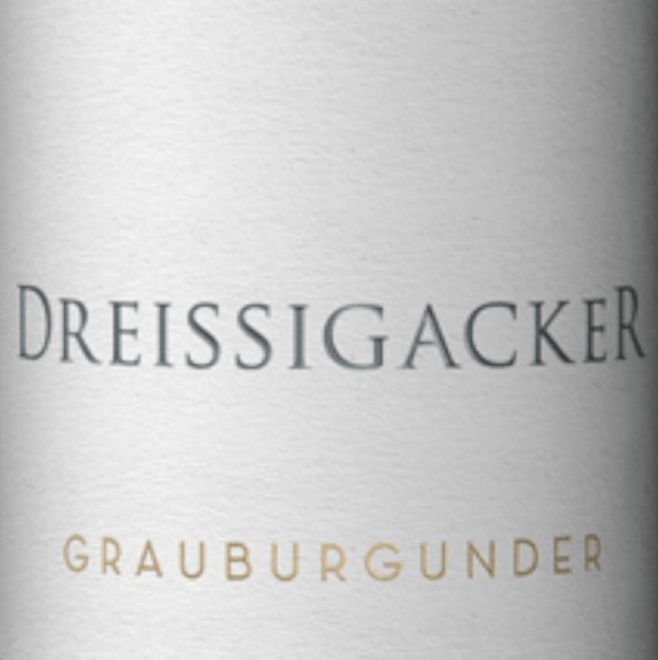 The Pinot Gris from Dreissigacker, vinified from certified organic grapes, shines with a fruity nose of ripe and fresh pears, apples and grated lemon peel. Nutty almond notes perfectly round off the bouquet of this white wine from Rheinhessen. The palate of Dreissigacker's Grauburgunder Gutswein shows a clear, polished, finely juicy fruit, with the pear in particular clearly shining through. A delicate fruit sweetness provides an extremely juicy and dense mouthfeel. The thirty acres of Pinot Gris are rounded off by hints of garden herbs and a fine, ripe acidity, which provide a certain strength. All in all a wonderfully balanced, round drop with persistence and a nice finish. Food recommendation for the Pinot Gris from Dreissigacker We recommend this Pinot Gris with fish and poultry dishes.