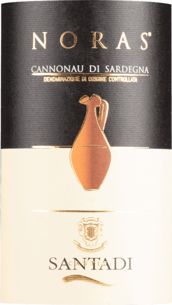 Der Nora Cannonau di Sardegna DOC von Cantina di Santadi erscheint im Glas in einem intensiven Rubinrot mit leichtem granatfarbenen Schimmer. Dabei entfaltet er sein mediterranes und komplexes Bouquet mit den fruchtigen Aromen von Heidelbeeren und Brombeeren. Diese Noten werden abgerundet durch Nuancen von süßlichen Gewürzen, Tabak und Schokolade. Diese Rotweincuvée aus Italien ist am Gaumen warm und weich mit eleganten Tanninen, welche von besonderer Intensität sind. Vinifikation für den Nora Cannonau di Sardegna DOC von Cantina di Santadi Die Reben für diese Cuvée aus den Rebsorten Cannonau und Carignano wachsen auf sandigen Böden mit Granit. Das vorherrschende Klima in Sardinien ist im Sommer warm und trocken, die Winter sind gemäßigt. Nach der Lese werden die Trauben abgebeert und eingemaischt, die Gärung findet über einen Zeitraum von 12-14 Tagen in Edelstahltanks bei einer kontrollierten Temperatur von 22-24° Celsius statt. Während der Gärung wird der Most häufig umgepumpt, um Gerbstoffe und Extrakte zu sichern. Nach der frühen und spontanen malolaktischen Gärung wird der Wein für 6 Monate in französischen Barriques gelagert. Anschließend erfolgt die Flaschenreifung für 6 Monate. Speiseempfehlung für den Nora Cannonau di Sardegna DOC von Cantina di Santadi Genießen Sie diesen trockenen Rotwein zu deftigen Gerichten, wie Braten oder Fleisch und Fisch vom Grill, Wild oder Käse. Auszeichnungen für den Nora Cannonau di Sardegna DOC von Cantina di Santadi Gambero Rosso: 2 Gläser (Jahrgänge 2013, 2012, 2010) Merum: 1 Herz (Jahrgang 2012) Robert Parker / The Wine Advocate: 88 Punkte (Jahrgang 2009)