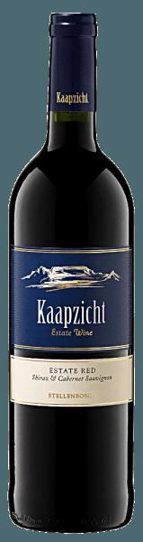 Der Kaapzicht Estate Red von Kaapzicht offenbart sich in einer kräftigen violetten, fast tiefschwarzen Farbe im Glas. Die Nase erfüllt er mit jugendlichen, anregenden Aromen von süßem Parfüm, wilden dunklen Beeren, süßen Gewürzen und Moschus. Am Gaumen präsentiert sich der Kaapzicht Estate Red saftig, geschmeidig und üppig mit deutlich süßer Frucht sowie Kirsche und Sauerkirsche. Umrahmt wird der Geschmack von einer herrlichen Frische, schön eingebundenem Holz und weichen Tanninen. Wir empfehlen ihn zu reichhaltigen Schmorgerichten mit Wild, kräftigem Käse oder zum Sologenuss.