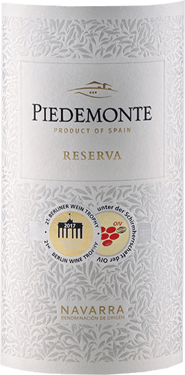 The Reserva DO by Piedemonte presents itself in a magnificent ruby red with a fine brick-red shimmer in the glass. This cuvée unfolds its intense bouquet, which seduces with the berry notes of the various grape varieties. These nuances are accompanied by a peppery note and a hint of spruce needle. This red wine is elegant on the palate and velvety-fleshy. The Reserva de Piedemonte is a tasty, fruity red wine balanced by its toasted and roasted notes due to the maturation. A round and structured wine, which turns into a long finish. Vinification for the Reserva DO by Piedemonte This cuvée is made from the varieties Cabernet Sauvignon, Merlot and Tempranillo. The berries are fermented and mashed separately in stainless steel containers. The fermentation takes place under temperature control at about 28 to 30 ° Celsius. Afterwards, the mash period starts, which takes about 15 to 20 days, depending on the grape variety and the condition of the berries. After alcoholic and malolactic fermentation, the wine is aged for 14 months in 225 liter oak barrels. The subsequent aging in the bottle gives the wine its elegance. Food recommendation for the Reserva DO by Piedemonte Enjoy this dry red wine with lamb and venison, strong dishes of pork and beef, grilled meat or with strong hard cheese. Awards for the Reserva DO by Piedemonte Berlin Wine Trophy: Gold (vintage 2012) Mundus Vini: Silver (vintage 2012)