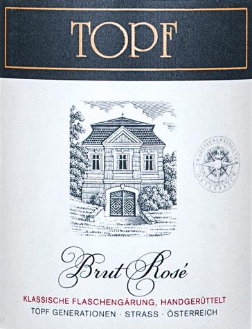 Aus dem schönen Weinanbaugebiet Kamptal kommt der Brut Rosé Reserve von Johann Topf - ein fruchtig frischer Sekt, der ausschließlich aus der Rebsorte Zweigelt vinifiziert wird. Im Glas schimmert dieser Wein in einem zarten Roséton. Die Perlage tanzt in filigranen Perlenschnüren und bildet ein feines Mousseux an der Oberfläche. Das fruchtige Bouquet wird dominiert von reifen Beerenfrüchten - Himbeere, Brombeere, Erdbeere und Cassis stellen sich in den Vordergrund - untermalt wird die beerige Aromatik von blumigen Anklängen. Der Gaumen lässt sich von einer lebendigen Struktur, wundervollen Frische und eleganten Körper verwöhnen. Der Nachhall klingt mit einem dezent beerigen Hauch nach. Vinifikation des Johann Topf Brut Rosé Die Zweigelt Trauben für diesen Schaumwein stammen aus der Riede Hasel im Strassertal. In kleine Traubenkisten werden die Beeren gelesen und umgehend in den Weinkeller von Johann Topf gebracht. Das Lesegut wird im Ganzen presst und zur ersten Gärung in Holzfässer gelegt (300 l, 600l und 2500l Volumen). Der Grundwein verbleibt für eine lange Zeit in Kontakt mit der Hefe, bevor dieser Wein auf die Flasche gefüllt wird. Die zweite Gärung findet nun in der Flasche statt. Auch bei der zweiten Gärung besteht ein langer Hefekontakt. Erst nach Bedarf wird dieser Schaumwein degorgiert. Speiseempfehlung für den Rosé Reserve Brut Johann Topf Dieser Schaumwein aus Österreich ist ein hervorragender Begleiter zu allerlei Vorspeisen - wie Fingerfood, kalten Tapas oder knackigen Salaten - oder auch zu Desserts mit Beerenfrüchten. Auszeichnungen für den Sekt Brut Rosé Reserve Johann Topf Fallstaff: 91 Punkte (vergeben im Jahr 2018) Feinschmecker: Best Buy (vergeben im Jahr 2018)