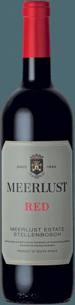 Der Meerlust Red Wine of Origin Stellenbosch aus der Feder von Meerlust Wine Estate aus der Coastal Region offenbart im geschwenkten Glas eine dichte, purpurrote Farbe. Gibt man ihm durch Schwenken etwas Luft, so offenbart dieser Rotwein eine hohe Dichte und Fülle, was sich in Kirchenfenstern am Glasrand zeigt. Das Bouquet dieses Rotweins aus der Coastal Region bezaubert mit Nuancen von schwarze Johannisbeere, Schwarzkirsche, Brombeere und Pflaume. Spüren wir der Aromatik weiter nach, kommen Zimt, Bitterschokolade und orientalische Gewürze hinzu. Dieser Rotwein aus Südafrika verzaubertauch am Gaumen voll und ganz. Grund dafür ist unter anderem eine dezente Restsüße von 6,1 Gramm pro Liter, die den Meerlust Red Wine of Origin Stellenbosch besonders fleischig und dichtmacht. Der Meerlust Red Wine of Origin Stellenbosch von Meerlust Wine Estate ist optimal für alle Wein-Genießer, die es trocken mögen. Dabei zeigt er sich aber nie karg oder spröde, sondern rund und geschmeidig. Auf der Zunge zeichnet sich dieser druckvolle Rotwein durch eine ungemein fleischige und dichte Textur aus. Im Abgang begeistert dieser gut lagerfähige Rotwein aus der Weinbauregion Coastal Region schließlich mit beachtlicher Länge. Es zeigen sich erneut Anklänge an Schwarzkirsche und Schattenmorelle. Im Nachhall gesellen sich noch mineralische Noten der von Granit und Lehm dominierten Böden hinzu. Vinifikation des Meerlust Red Wine of Origin Stellenbosch von Meerlust Wine Estate Ausgangspunkt für die erstklassige und wunderbar kraftvolle Cuvée Meerlust Red Wine of Origin Stellenbosch von Meerlust Wine Estate sind Cabernet Sauvignon und Merlot Trauben. Die Trauben wachsen unter optimalen Bedingungen in der Coastal Region. Die Reben graben hier ihre Wurzeln tief in Böden aus Lehm und Granit. Nach der Weinlese gelangen die Trauben umgehend ins Presshaus. Hier werden sie selektiert und behutsam aufgebrochen. Es folgt die Gärung im bei kontrollierten Temperaturen. Der Gärung schließt sich eine Reifun