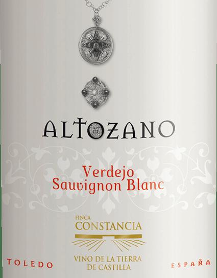 DerVerdejo Sauvignon Blanc von Altozano ist eine wundervolle, schmelzige Weißwein-Cuvée aus 70% Verdejo und 30% Sauvignon Blanc. Ein strahlendes Hellgold mit grünlichen Glanzlichtern schimmert bei diesem Wein im Glas. Schon im ausdrucksstarken Bouquet verschmelzen die Rebsorten zu einer herrlichen Harmonie. Verdejo schenkt diesem spanischen Weißwein Aromen nach Sommerblüten, Fenchel und frisch geschnittenes Gras - Sauvignon Blanc die fruchtigen Noten nach reifer Mango und saftiger Maracuja. Am Gaumen besitzt dieser Weißwein einen saftigen, geschmeidigen Körper, der in sich eine wunderbare Balance von Schmelz und Frische vereint. Das Finale verführt mit Eleganz und schöner Länge. Speiseempfehlung für denAltozanoVerdejo Sauvignon Blanc Dieser trockene Weißwein aus Spanien passt hervorragend zu Gerichten mit frischem Fisch, Meeresfrüchten und knackigen Sommersalaten. Aber auch Solo ist dieser Wein gut gekühlt ein Genuss.