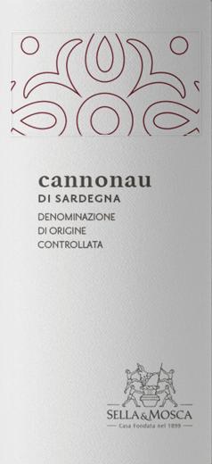 Die granatrote Farbe des Cannonau di Sardegna von Sella & Mosca tendiert ins Ziegelrote. Das Bouquet dieses Rotweines erinnert an rote Beeren wie Himbeeren und Cranberries sowie an Kirschen. Nach einer kurzen Reifephase bringt der Sella & Mosca ausgeprägte Veilchennuancen und zarte, delikate, hintergründige Noten von Eichenholz hervor. Am Gaumen des Cannonau di Sardegna von Sella & Mosca ist ein volles, kräftiges, trockenes und herbes Gefühl mit spürbaren Tanninen und einer harmonisch integrierten Säure wahrzunehmen. Ein toller sardischer Rotwein, der Lust auf mehr macht. Vinifikation des Cannonau di Sardegna von Sella & Mosca Die Rebsorte Cannonau, ist auch als Grenache in Frankreich und Alicante in Spanien bekannt. Die Cannonau-Rebe findet ideale Bedingungen für ihr Gedeihen sowohl auf den warmen, sandigen Böden der sardischen Küste als auch im rauen, felsigen Bergland im Landesinneren. In den Weingütern Sella&Mosca wird sie im südöstlichen Quadranten kultiviert, wo der aus Nordost kommende Gregale weht. Nach dem Rebeln und Zerquetschen der Trauben folgen die Auslaugung vor der Gärung und anschließend die Gärung bei kontrollierter Temperatur bis maximal 28° Celsius. So bleiben nicht nur die sortentypischen, fruchtigen Aromastoffe erhalten, sondern es wird auch der Polyphenolanteil extrahiert, der für einen kurzen Ausbau in bereits verwendeten Eichenfässern nötig ist. Speiseempfehlung für den Cannonau di Sardegna Genießen Sie diesen trockenen Rotwein zu gebratenem und geschmortem Fleisch und Wild oder zu kräftigem Käse.