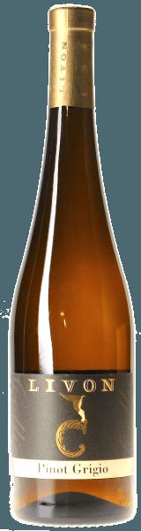 Der Pinot Grigio Collio DOC von Aziende Agricole Livon leuchtet Strohgelb mit einem Hauch aschfarbener Nuancen im Glas. An der Nase präsentiert er schöne Duftnoten die an Vanille und Lindenblüte erinnern. Am Gaumen zeigt sich dieser Pinot Grigio aus dem Collio trocken, von feste Struktur, vollmundig, rund und schmelzig, mit langem, nachhaltigem Abgang. Vinifikation des Pinot Grigio Collio DOC von Livon Die Trauben für diesen sortenreinen Pinot Grigio gedeihen in den Weinbergen in der Gemeinde Dolegna del Collio, auf lehmhaltigen Mergelböden ozeanischen Ursprungs. Die Weinlese erfolgt ausschliesslich manuell, die Trauben werden in der horizontalen Presse kalt mazeriert für die Dauer von acht Stunden, der Most dann anschließend durch natürliche Dekantierung geklärt. Die darauf folgende Gärung findet vollständig im Edelstahltank statt bei kontrollierter Temperatur von 18°C und verbleibt 5 Monate in den selben Behältern zur Reifung bei konstanter Temperatur. Nach der Abfüllung lagert der Wein noch einige Zeit in der Flasche bevor er in den Verkauf gelangt.Er kann 4 bis 5 Jahren gelagert werden. Speiseempfehlung für den Pinot Grigio Collio von Livon Servieren Sie diesen klassischen Weißwein aus dem Friaul als zweiten Wein zum ersten Gang und zum Hauptgang, zu gehaltvollen Suppen, Pastagerichten und Risotto mit zartem Fleisch, gekochtem hellem Fleisch oder Geflügel. Beste Serviertemperatur bei 11° bis 12°C.
