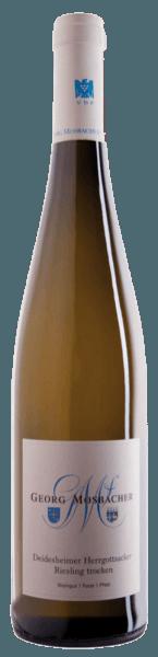 Der Deidesheimer Herrgottsacker Riesling von Georg Mosbacher offenbart sich im Glas in einem hellen Gelb mit den intensiven Noten von grünen Äpfeln, welche von kräutrigen und mineralischen Nuancen untermalt werden. Am Gaumen begeistert dieser ausgewogene Weißwein mit feinwürzigen Nuancen, lebhafter Säure und einem eleganten Körper. Vinifikation des Georg Mosbacher Herrgottsacker Riesling Die Trauben für diesen Weißwein stammen vom Deidesheimer Herrgottsacker und wurden von Hand gelesen. Die temperaturkontrollierte Fermentation, sowie der Ausbau fanden in Edelstahltanks statt. Speiseempfehlung für den Georg Mosbacher Herrgottsacker Riesling Genießen Sie diesen trockenen Weißwein zu Wildlachs mit Tomatenkruste auf Zucchini oder zu Wolfsbarsch im Salzmantel.