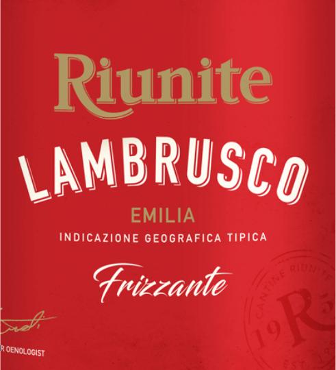 Der Lambrusco Emilia IGT Rosso von Cantine Riunite zeigt sich im Glas in einem satten Rubinrot und umschmeichelt die Nase mit seinem aromatischen Bouquet, welches von den saftigen Noten reifer Kirschen geprägt ist. Dieser italienische Perlwein ist am Gaumen harmonisch und weich mit seiner angenehmen Frische und der abgerundeten Süße. Speiseempfehlung für den Cantine Riunite Lambrusco Emilia Genießen Sie diesen süßen Lambrusco zur italienischen Küche, zum Beispiel Pizza und Pasta, oder zu Vorspeisen.