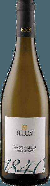 Der Pinot Grigio DOC von H. Lun zeigt sich mit einem mittlerem Grüngelb im Glas. Dabei offenbaren sich die Aromen von reifem Steinobst, einem Hauch Rosen, sowie Akazienholz und Stachelbeeren. Dieser Weißwein aus Südtirol klar strukturiert und harmonisch. Im Finale lässt er Zitrusfrucht erkennen. Speiseempfehlung für den Pinot Grigio DOC von H. Lun Genießen Sie diesen trockenen Weißwein zu Pasta, Gratin, Risotto, Geflügel und hellem Fleisch. Auszeichnungen für den Pinot Grigio DOC von H. Lun Gambero Rosso: 2 Gläser (Jahrgang 2015)