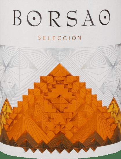 """Der Borsao Selección Tinto von Bodegas Borsao ist ein feiner, würziger Rotwein aus der spanischen Region Campo de Borja, der aus den Trauben von 15 bis 30 Jahre alten Rebstöcken vinifiziert wird. Wer den Geschmack reifer Kirschen mag, liegt mit diesem Wein absolut richtig! Verkostungsnotiz für denBorsao Tinto Selección Der Selección Tinto Campo de Borja DO von Bodegas Borsao strahlt in einem klaren Kirschrot mit violetten Schattierungen im Glas. Der Duft verströmt klare Noten nach reifer Kirschfrucht, die mit einem floralen Hauch verbunden sind. Die Nuancen am Gaumen sind sehr intensiv. Hier zeigen sich primär Aromen von Sauerkirschen, unterstrichen von orientalischen Gewürzen. Der schöne Körper wird von ausgewogenen Tanninen begleitet. Ein feiner Abgang bildet das Finale. Vinifikation desBorsao Selección Tinto Bodegas Borsao ist seit vielen Jahren eine erstklassige, konstante und zudem äußerst sympathische Adresse für Rotweine, wie man sie sich nur wünschen kann. Die hier erzeugten Weine sind stets klar und fruchtbetont, konzentriert, dabei immer frisch bei animierender Säure. Die etwa 620 Kleinerzeuger, die sich zu dieser Kooperative zusammengeschlossen haben, wissen dabei das ganze Potenzial der urigen Region Campo de Borja ausschöpfen. Auf einer Höhe von 350 bis 750 Metern bewirtschaften sie knapp 2.400 Hektar Weinberge mit sehr alten Reben, die glücklicherweise die Phase der Neuanpflanzungen von internationalen Rebsorten in den 80er und 90er Jahren überstanden.Im Weinkeller der Genossenschaft greift Chef-Önologe José Luis Chueca gerne auf Bewährtes zurück: Zementtanks und Barriques kommen hier zum Einsatz, die Weinerzeugung erfolgt nach traditionellen Grundsätzen. Für Chueca zählt die Qualität der Traube, denn die ist im Keller durch nichts zu ersetzen.Die autochthone Rebsorte Garnacha spielt bei Bodegas Borsao eine primäre Rolle; man vermutet ihren Ursprung in Aragonien, da man sie in Spanien auch """"Tinto Aragonéz"""" nennt. Im Laufe der Jahrhunderte hat sich die """
