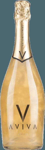 Mit der Aviva-Reihe bringt Torre Oria eine Neuinterpretation des Schaumweins auf den Markt. Die Flaschen besitzen einen besonderen Farbeffekt, wenn sie bewegt werden. Mit dem Bodega Torre Oria Aviva Gold kommt ein wunderbarer Schaumwein ins Glas. Hierin offeriert er eine wunderbar brillante, platingelbe Farbe. In der Mitte geht der Ton über in eine schöne Farbe. Idealerweise in ein Schaumweinglas eingegossen, offenbart dieser Schaumwein aus der Alten Welt herrlich jugendlich Aromen nach Orange, Pomelo, Pampelmuse und Physalis, abgerundet von weiteren fruchtigen Nuancen. Am Gaumen präsentiert sich die Textur dieses leichtfüßigen Schaumweins wunderbar leicht. Vinifikation des Aviva Gold von Bodega Torre Oria Dieser elegante Schaumwein aus Spanien wird aus den Rebsorten Airén und Muskateller cuvetiert. Nach der Weinlese gelangen die Weintrauben auf schnellstem Wege in die Kellerei. Hier werden Sie sortiert und behutsam gemahlen. Es folgt die Gärung im bei kontrollierten Temperaturen. Speiseempfehlung zum Bodega Torre Oria Aviva Gold Dieser Spanier sollte am besten gut gekühlt bei 8 - 10°C genossen werden. Er eignet sich perfekt als Begleiter zu Wok-Gemüse mit Fisch, Kabeljau mit Gurken-Senf-Gemüse oder Kartoffel-Pfanne mit Lachs.