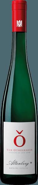 Der Altenberg Riesling Auslese von Von Othegraven entfaltet im Glas ein feines Bouquet mit den Aromen von Zitrusfrucht und einer zarten Feuersteinmineralität. Feinsaftig umspielt dieser Riesling den Gaumen mit Anklängen von kandierten Zitrusfrüchten. Dieser animierende Wein begeistert im Nachhall salzigen und mieralischen Noten. Speiseempfehlung für den Von Othegraven Altenberg Riesling Auslese Genießen Sie diesen edelsüßen Weißwein zu Desserts oder mit gereiftem Käse.