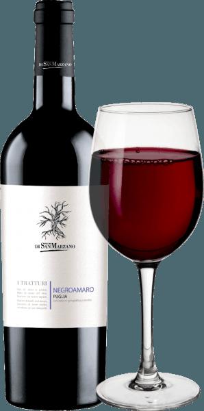 Der I Tratturi Negroamaro von Cantine San Marzano ist ein ausbalancierter, harmonischer und rebsortenreiner Rotwein aus dem italienischen Weinanbaugebiet Apulien. Im Glas erscheint dieser Wein in einem kräftigen Purpurrot durchdrungen mit violett-schwarzen Nuancen. Prägnant und warm, das Bouquet mit deutlichen Aromen nach schwarzer Johannisbeere, sowie dunkler Waldbeeren und mediterraner Kräuter, besonders Thymian. Hier zeigt dieser italienische Rotwein bereits seinen warmen und tief anmutenden Charakter, der sich am Gaumen noch prägnanter zeigt. Dies ist ein mittelschwerer Rotwein, der sich dem Gaumen dennoch mit einer fruchtigen Intensität und Präsenz offenbart, die die Aromen von Cassis, wilder Brombeere und Thymian gekonnt wieder aufzunehmen weiß. Mit einem langen, weichen Nachhall schließt dieser Rotwein. Vinifikation des Cantine San Marzano I Tratturi Negroamaro Aus autochtonen Negroamaro-Trauben bestehend, ist der I Tratturi Negroamaro Puglia von Cantine San Marzano ein sortenreiner Wein. Der Negroamaro wurde im Stahltank für 10 Tage bei kontrollierter Temperatur auf der Maische vergoren. Zum weiteren Ausbau verbleibt er im Stahltank. Speiseempfehlung für den I Tratturi San Marzano Negroamaro Bei einer Trinktemperatur von 14-16°C, genießen Sie diesen trockenen Rotwein aus Italien zu gegrilltem rotes Fleisch, wie Steak oder Lammcarré. Aber auch zu Barbecue und mediterran gewürzte Gerichte harmoniert dieser Negroamaro wundervoll.