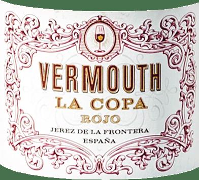DerLa Copa Rojo Vermouth von Gonzalez Byass aus dem spanischen Jerez wird nach einem Originalrezept aus dem Jahr 1896 vinifiziert. In sich vereint dieser Wermut süßen Oloroso und Pedro Ximénez Sherrymit acht ausgewählten Wermutkräutern. Ein schönes, warmes Ziegelrot mit rotbraunen Schattierungen schimmert bei diesem Vermouth im Glas. Das würzige Bouquet wird von Aromen nach Zitrusfrüchten, würzigen Noten nach Nelke, Zimt sowie Muskatnuss und sehr dezenten Anklängen nach Rosmarin sowie Oregano getragen - untermalt von nussigen Akzenten durch die gereiften Sherrys. Am Gaumen ist dieser spanische Wermut wundervoll geschmeidig mit einem eleganten, herbsüßen Körper, der von feinen Noten nach Zitrusfrüchten und Gewürzen ummantelt wird. Der würzig-aromatische Nachhall wird von einer ansprechenden Bitternote begleitet. Speiseempfehlung für den Gonzalez Byass VermouthLa Copa Rojo Dieser Vermouth aus Spanien ist gut gekühlt ein willkommener Aperitif, der gerne pur oder auch mit Soda auf Eis genossen werden kann.