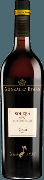 DerSolera 1847 Cream von Gonzalez Byass ist ein aromatischer, süßer Sherry aus den Rebsorten Palomino Fino (75%) und Pedro Ximenez (25%). Die Trauben wachsen im spanischen Weinanbaugebiet DO Jerez. Anlässlich der Geburt seines ersten Sohnes im Jahr 1847 hat Manuel María González das Solera 1847 gegründet. Im Glas funkelt dieser Wein in einem glänzenden Bernstein mit goldenen Glanzlichtern. Intensive Aromen nach Rosinen, gedörrten Feigen und feinen Eichenholznoten umschmeicheln die Nase. Der Gaumen wird von diesem Sherry von einem vollmundigen, weichen Körper mit saftiger Süße eingenommen. Dörrpflaumen verschmelzen mit Aromen nach Nüssen und eleganter Solera-Eiche zu einer eleganten Fülle. Das aromatische Finale wartet mit einem nicht enden wollenden Nachhall auf. Vinifikation des Byass Solera 1847 Cream Die Trauben für diesen süßen Sherry werden getrennt voneinander gelesen und vinifiziert. Zunächst werden die Beeren in Edelstahltanks vergorenund anschließend auf 18 Volumenprozent aufgespritet. Anschließend reift dieser Sherry zunächst rebsortengetrennt in Eichenholzfässern (600 Liter) in zwei getrennten Solera-System. Ist die erste Reifezeit von etwa 3 Jahren abgeschlossen, werden die beiden Sherrysorten miteinander vermählt und für weitere 5 Jahre in dasalte Solera 1847 gelegt. Speiseempfehlung für den Cream Solera 1847 Gonzalez Byass Dieser süße Sherry ist ein hervorragender Begleiter zu allerlei Desserts - egal ob mit frischem Obst, Nuss, Schokolade oder Sahneeis. Aber auch zu kleinen Snacks (geröstete Mandeln) oder zu würzigen Käsesorten passt dieser Sherry perfekt. Auszeichnungen für denSolera 1847 Cream Gonzalez Byass Mundus Vini: Gold (Vergabe August 2013) International Spirits Challenge (ISC): Gold Medaille