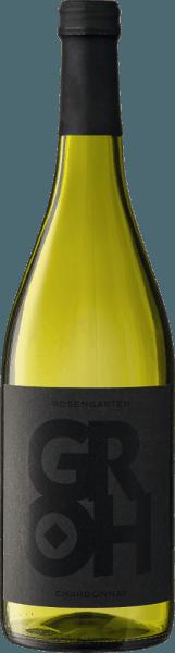 Der Rosengarten Chardonnay von Groh ist ein herausragender, rebsortenreiner und cremiger Weißwein aus dem deutschen Weinanbaugebiet Rheinhessen. Im Glas erstrahlt dieser Wein in einem satten Strohgelb mit hellgoldenen Glanzlichtern. Das Bouquet umschmeichelt die Nase mit ausdrucksvollen Aromen nach gelben Äpfeln, sonnengereiften Zitrusfrüchten und saftigen Aprikosen - untermalt wird die Fruchtfülle von feinen Nuss- und Röstaromen. Den Gaumen überzeugt dieser deutsche Weißwein mit seiner herrlich cremigen Textur und dem zarten Schmelz. Auch die Aromen der Nase spiegeln sich wider und begleiten in das lang anhaltende Finale. Vinifikation des Groh Chardonnay Rosengarten Der Chardonnay wächst in Bechtheim auf Böden, die reich an Kalkstein und Kalkmergel sind. Die Böden bieten für den Anbau von Burgundersorten beste Voraussetzungen. Der sorgsamen Lese schließt eine sehr strenge und sorgfältige Selektion der Chardonnay-Trauben an. Ist das Lesegut im Weinkeller von Groh angekommen, werden die Trauben im Ganzen presst. Anschließend wird dieser Chardonnay in Barriquefässern (Erst- und Zweitbelegung)vergoren und reift für 7 Monate auf der Feinhefe. Speiseempfehlung für den Rosengarten Chardonnay Genießen Sie diesen trockenen Weißwein aus Deutschland zu hellem, gebratenen oder gegrillten Fleisch, zu Pasta mit kräftigen Saucen oder Risotto.