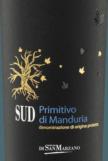 DerSUD Primitivo di Manduria von Cantine San Marzano ist ein körperreicher, warmer und rebsortenreiner Rotwein aus dem italienischen Weinanbaugebiet Apulien. Dieser Wein sich im Glas in rubinrotem Glanz mit violetten Reflexen. Komplex entfaltet sich das Bouquet von reifen Beeren, Vanille, Kakao und schwarzen Oliven in der Nase. Würzig zeigen sich auch Noten von schwarzer Kirsche, Pflaumen und Holunder. Am Gaumen ist dieser italienische Rotwein warm und weich. Bei samtener Textur balanciert Der SUD Primitivo gekonnt zwischen würzigen Anklängen von Kakao und Vanille und einer vitalen Fruchtsäure. Ein voller Körper fasst den Facettenreichtum des Weines hervorragend ein. Vinifikation des Cantine San MarzanoSUD Primitivo di Manduria Die Primitivo-Trauben sind in diesem Gebiet seit ca. 3000 Jahren beheimatet. So erfreut sich der SUD Primitivo di Manuria DOC von Cantine San Marzano eines ganz besonderen Traditionsreichtums. Es werden ausschließlich Trauben des eigenen Weinbaus verwertet, um diesen sortenreinen Wein zu keltern. Nach einer schonenden und sanften Pressung wird der Most für drei Wochen auf der Maische vergoren. In amerikanischer und französischer Eiche wird der junge Wein danach für 6 Monate ausgebaut und erhält so seinen würzigen Charakter. Speiseempfehlung für denSan Marzano Primitivo di Manduria SUD Genießen Sie diesen Rotwein aus Italien bei einer Temperatur von 16 - 18°C. Gern darf Der SUD Primitivo allein getrunken werden. Wollen Sie diesen Rotwein zum Essen reichen, empfehlen wir Lammbraten, geschmortes oder gebratenes Wild.
