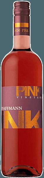 Der Pink Vineyard aus der Weinbau-Region Pfalz offeriert sich im Glas in brillant schimmerndem Himbeer-Rosa. Der Nase zeigt dieser Karl Pfaffmann Roséwein allerlei Lilien, Gallia-Melone, Ananas, Veilchen und Zwetschken. Dieser deutsche Wein begeistert durch sein elegant trockenes Geschmacksbild. Er wurde mit lediglich 7,9 Gramm Restzucker auf die Flasche gebracht. Wie man es natürlich bei einem Wein im gehobenen Preiseinstieg erwarten kann, so verzückt dieser Deutsche Wein natürlich bei aller Trockenheit mit feinster Balance. Exzellenter Geschmack benötigt nicht zwingend Restzucker. Durch seine vitale Fruchtsäure präsentiert sich der Pink Vineyard am Gaumen traumhaft frisch und lebendig. Im Abgang begeistert dieser Roséwein aus der Weinbauregion Pfalz schließlich mit beachtlicher Länge. Es zeigen sich erneut Anklänge an Flieder und Zwetschke. Vinifikation des Karl Pfaffmann Pink Vineyard Dieser elegante Roséwein aus Deutschland wird aus den Rebsorten Cabernet Sauvignon, Dornfelder und Merlot gekeltert. Die Weinbeeren für diesen Roséwein aus Deutschland werden, nachdem die optimale Reife sichergestellt wurde, ausschließlich von Hand geerntet. Nach der Handlese gelangen die Weintrauben zügig ins Presshaus. Hier werden sie selektiert und behutsam gemahlen. Anschließend erfolgt die Gärung im Edelstahltank bei kontrollierten Temperaturen. Der Gärung schließt sich eine Reifung für einige Monate auf der Feinhefe an, bevor der Wein schließlich abgefüllt wird. Speiseempfehlung zum Karl Pfaffmann Pink Vineyard Dieser deutsche Roséwein sollte am besten moderat gekühlt bei 11 - 13°C genossen werden. Er passt perfekt als Begleiter zu Wok-Gemüse mit Fisch, Joghurt-Mousse mit Mohn oder fruchtiger Endiviensalat.