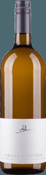 Der Grauburgunder trocken von A. Diehl in der Literflasche ist zeigt sich platinfarbig im Glas und begeistert durch sein wunderbares Bouquet voller Birnen, reifer Äpfel und etwas Ananas. Zartblumige Noten ergänzen die Nase. Dieser Pfälzer Weißwein stehtfür ein harmonisches Verhältnis von Rebsorte und Ausbau und erreicht so den vollen und typischen Geschmack des Grauburgunders. Am Gaumen präsentiert sich der A. Diehl Liter Grauburgunder samtig-weich mit fein eingebundener Säure, dichter Substanz mit einer begeisternden Fruch. Aromen nach Paranuss und reichlich reife Birne gesellen sich zu den Noten der Nase und geleiten in einen langen Abgang. Vinifikation des Grauen Burgunders 1,0l von A. Diehl Für diesen Liter-Burgunder wurden sowohl weinbergseigene als auch Trauben von Partnerweingütern verwendet. Andreas Diehl geht bei diesem Pfälzer Weißwein auf maximale Trinkigkeit und stattet ihn mit einer perfekten Balance aus dezenter Fruchtsüße und belebender Säure aus. Speiseempfehlung zum Grauen Burgunder 1,0l von Weingut Diehl Dieser Grauburgunder von A. Diehl ist ein exzellenter Begleiter zu Spargelgerichten und Kalbfleisch.
