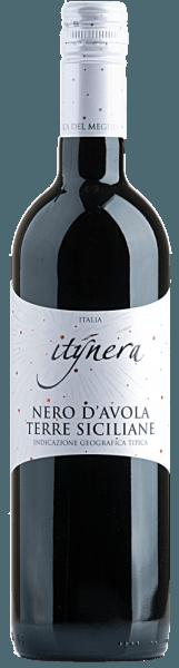 Der Itinera Nero d'Avola Sicilia IGT von Mondo del Vino zeigt sich im Glas in einem dunklen Rubinrot und entfaltet ein aromatisches Bouquet, welches die Nase mit Nelken und Beerenfrüchten umschmeichelt. Der harmonische und elegante Eindruck dieses sizilianischen Rotweines endet in einem langen Finale. Speiseempfehlung für den Itinera Nero d'Avola Sicilia IGT Genießen Sie diesen trockenen Rotwein zu Pasta al arrabiata, Pizza oder zu Rib-Eye-Steak mit Ofengemüse und Sour Cream.
