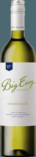 Der Big Easy White von Ernie Els ist ein sortenreiner Chenin Blanc, der mit seinem wunderbar fruchtigen Bouquet verzaubertund dabei Aromen von Pfirsich und reifer Mandarine entfaltet. Am Gaumen ist dieser komplexe Weißwein aus Südafrika vollmundig und von einem lebhaften Charakter geprägt. Er lässt Geschmacksnoten von tropischen Früchten und wilden Kräutern erkennen. Vinifikation des Big Easy Chenin Blanc von Ernie Els Das Klima am Western Cape ist gemäßigt, aber warm. Im Winter gibt es deutlich mehr Niederschläge als im Sommer. Die Böden sind sehr vielfältig und reichen von leicht sandigen Böden bis hin zu schweren Granitböden. Die Gärung des Big Easy White erfolgt bei niedrigen Temperaturen in Edelstahltanks auf der Hefe für 2 Wochen. Der Wein wurde anschließend sorgfältig fürdie Dauer von 2 Monatenauf der Hefe gelagert und wöchentlich aufgerührt. Speiseempfehlung für den Ernie Els Big Easy White Genießen Sie diesen trockenen Weißwein aus Südafrika zu Geflügel, gedünstetem Fisch und Meeresfrüchten oder zu Blattsalaten mit Vinaigrette.