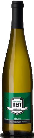 Der Avantgarde Märzen Muskateller trocken von Bergdolt-Reif & Nett ist ein herrlicher Pfälzer Weißwein mit der klassischen Muskatelleraromatik. An der Nase verzaubern Duftnoten von Rosenblüten, am Gaumen präsentiert sich der Muskateller trocken ausgewogen, saftig und sehr gefällig. Aromatisch und harmonisch bis in den eleganten Nachhall. Genießen Sie diesen Klassiker aus der Pfalz zu einer reichen Käseplatte mit Trauben, zu Geflügel oder auch einfach als geschmackvollen Aperitif.