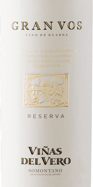 For the Gran Vos Reserva from Viñas del Vero only the best red grapes of a vintage are married to a wonderful, expressive red wine cuvée. In the glass this wine shines in a deep dark ruby red with dark red highlights. The intense bouquet reveals multi-layered aromas of ripe red and black fruits - raspberries, currants, blackberries, plums and morello cherries - as well as hints of spices and toasted notes of wood maturity. Also on the palate this Spanish red wine convinces with an aromatic depth of fruitiness. The texture is wonderfully fleshy and harmonises wonderfully with the full-bodied body. A harmoniously balanced red wine with a very long finish. Vinification of the Magnum Viñas del Vero Gran Vos In the period from the beginning of September to the beginning of October, the grapes are harvested at optimal ripeness. In the Viñas del Vero winery, the grapes are completely destemmed, lightly pressed and fermented separately on the mash according to the origin of the grape variety. After the alcoholic fermentation and the spontaneous, biological degradation of acidity, this red wine is matured for a total of 15 months in French oak barriques. Only when the wine has matured is it married by the cellar master to an unforgettable cuvée and bottled. Food recommendation for the Reserva Gran Vos Viñas del Vero in magnum bottle Enjoy this dry red wine from Spain with stewed beef in a dark sauce, spicy stews, game ragout with ribbon noodles or with fine tart chocolate desserts.