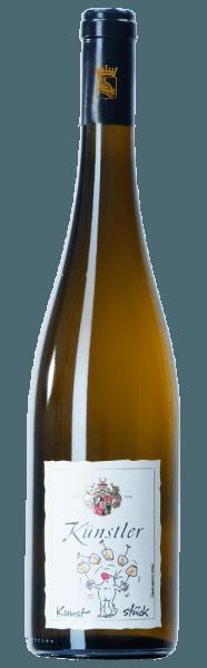 In der Nase des Kunststück Riesling vom Weingut Künstler ist ein kristallklares Frucht-Bouquet mit Aromen von gelben Steinfrüchten, Zitrusfrüchten und einem Hauch von filigraner Mineralität wahrnehmbar. Der Wein zeigt dann seine volle Fruchtfülle und dezente Mineralität am Gaumen mit Noten von saftiger Pfirsich, wieder gelbe Steinfrüchte und Zitrusfrüchte. Der stoffige Charakter des Weißweins lässt ein langes Lagerpotenzial schon erahnen. Serviervorschlag/Foodpairing Der Kunststück Riesling lässt sich herrlich Solo trinken oder kann als hervorragender Begleiter zu hellem Geflügel in zarten Cremesaucen als auch gegrilltem Fisch wunderbar kombiniert werden.