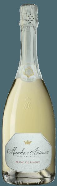 """Der Marchese Antinori Blanc de Blancs Franciacorta DOCG von Tenuta Montenisa der Marchesi Antinori erstrahlt in blassem Gelb im Glas, der cremige Schaumrand wird von einer fein aufsteigenden und nachhaltigen Perlage gebildet. An der Nase entfaltet sich ein blumiges und fruchtiges Bouquet mit Aromen, die an weißen Pfirsich und Apfel erinnern. Am Gaumen präsentiert sich dieser Spumante lebhaft, frisch, ausgewogen und ausgesprochen elegant. Das Finale ist harmonisch, blumig erfrischend und nachhaltig. Vinifikation des Marchese Antinori Blanc de Blancs Franciacorta DOCG von Tenuta Montenisa Der Blanc de Blancs Franciacorta gehört zur Linie der """"Classici"""" der Tenuta Montenisa. Für diesen Spumante wird vor allem Chardonnay 85% mit einem kleinen Anteil Weißburgunder 15% von den gutseigenen Weinbergen vinifiziert. Der junge Most wird einer alkoholischen Gärung im Edelstahltank unterzogen, gefolgt von der malolaktischen Gärung in der Flasche auf den Feinhefen über einen Zeitraum von 24 Monaten. Speiseempfehlungen für den Marchese Antinori Blanc de Blancs Franciacorta DOCG von Tenuta Montenisa Genießen Sie diesen feinen Blanc de Blancs Franciacorta als idealen Begleiter zum Aperitif, zu Vorspeisen und Pasta oder Reisgerichten mit Fisch. Seine ausgeprägte Frische macht ihn zu einem idealen Schaumwein für einen schönen Ausklang nach einem Abendessen."""