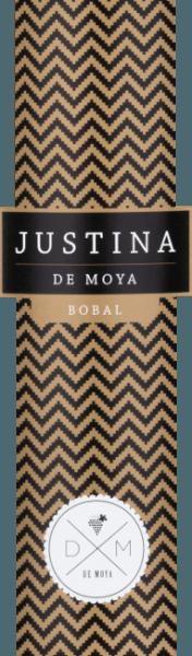 Der Justina Bobal von Bodega De Moya in der D.O. Valencia wird aus der spanischen Rebsorte Bobal in Kombination mit Syrah vinifiziert. Dieser Rotwein ist eine Hommage an seine jüngste Tochter Justina. Daraus entsteht eine vollmundige, fruchtige Cuvée, die sich im Glas in einem tiefdunklen Rubinrot präsentiert. Das reiche Aromenspiel in der Nase reicht von reifen roten Früchten, über Backpflaume und Rosinen bis hin zu getrockneten Feigen, Walnüssen und Vanille, je mehr dieser Wein sein Bouquet entfaltet. Am Gaumen kommt dieser spanischeWein vollmundig und frisch, die reifen Fruchtnoten und Anklänge nach Röstaromen verbinden sich mit den gut eingebundenen Tanninen zu einem langem, weichen Abgang. Vinifikation des De Moya Justina Bobal Dieser spanische Rotwein ist eine Cuvée aus 90% Bobal und 10% Syrah der gutseigenen Weinstöcke der Bodega De Moya in den Bergen hinter Valencia, nicht weit von der spanischen Mittelmeerküste. Die Trauben auf dem 40 ha großen Weingut werden ertragsreduziert angebaut und selektiv handgelesen. Nach der temperaturkontrollierten Maischegärung wird der Justina Bobal noch weitere 4 Monate in Fässern aus amerikanischer und französischer Eiche ausgebaut, bevor dieser Wein auf die Flasche gezogen wird. Speiseempfehlungen für den Justina Bobal von Bodega de Moya Dieser geschmackvolle, fruchtige spanische Rotwein bietet sich an als passender Begleiter zu Pasta mit Fleischsoßen, Lasagne, Geflügel, Fleisch mit Soßen und Gegrilltes. Auch Solo getrunken ist dieser trockene Rotwein ein Genuss.