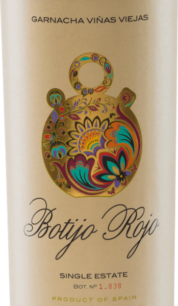 DerBotijo Rojo GarnachaViñas Viejasder Bodegas Frontonio leuchtet in einem intensiven Rubinrot. In der Nase entfalten sich herrliche Aromen nach roten Johannisbeeren und reifen Kirschen. Zum Bouquet kommen noch feine Anklänge an herben Kräutern hinzu. Der Gaumen wird von einem körperreichen, eleganten Rotwein aus Spanien überzeugt - auch lassen sich am Gaumen die Aromen der Nase wiederfinden. Die Tannine sind perfekt in denBotijo Rojo GarnachaViñas Viejas eingebunden. Das Finish ist lang und unvergesslich. Vinifikation des Botijo Rojo GarnachaViñas Viejasvon Bodegas Frontonio Die Garnacha-Trauben für diesen reinsortigen Rotwein stammen von 50-70 Jahre alten Reben. Dietemperaturkontrollierte Maischegärung findet im Betontank statt. Die seidigen Tannine gewinnt derGarnacha Tinta Botijo Rojo Viñas Viejas durch den 6-8 monatigen Ausbau in französischer Eiche. Speiseempfehlung für denGarnacha Tinta Botijo RojoViñas Viejas Genießen Sie diesen Rotwein aus Aragonien zu Lamm-Honig-Ragout, gegrilltem Schweinefleisch mitBarbecue Sauce oder auch zu reifen Käsesorten. Auszeichnungen für den Botijo RojoViñas Viejas AWC Vienna: Gold für 2015
