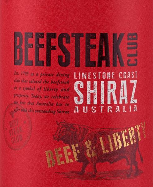 DerBeef & Liberty Shiraz von Beefsteak Club ist ein reinsortiger Rotwein aus Australien und präsentiert sich im Glas in einem dunklen Purpurrot. Das Bouquet offenbart ausdrucksstarke Aromen nach reifen Pflaumen und saftig schwarzen Johannisbeeren. Am Gaumen überzeugt dieser Wein mit einer frischen, vielschichtigen, eleganten und saftigen Persönlichkeit. Die würzig-warmen Noten durch den Holzausbau sind perfekt in den kraftvollen Körper eingebunden. Das Tanningerüst ist wundervoll fein und begleitet in das lange Finale. Speiseempfehlung für den Beefsteak Club Shiraz Genießen Sie diesen trockenen Rotwein zu gemütlichen Grillabenden mit Fisch, Fleisch und Gemüse. Aber auch zu spanischen Tapas - egal ob warm oder kalt - und zu verschiedenen Käsesorten ist dieser Wein ein Genuss.