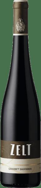 Der Cabernet Sauvignon vom Weingut Zelt erscheint mit einem strahlenden Rubinrot und violetten Reflexen im Glas. Das Bouquet dieses Rotweins aus der Pfalz umschmeichelt die Nase mit Aromen von Cassis, Walderdbeeren, roter Paprika und weißem Pfeffer.Am Gaumen offenbart dieser feinwürzige Wein sich geschmeidig und weich, während er in ein langes Finale übergeht. Speiseempfehlung für den Zelt Cabernet Sauvignon Genießen Sie diesen trockenen Rotwein zu gebratenem Fisch, gegrilltem Fleisch oder zu Pasta mit kräftigen Saucen.