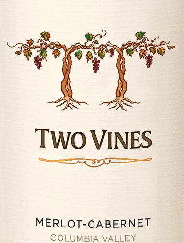 Die wunderbare Rotwein-Cuvée Two Vines Merlot Cabernet von Columbia Crest hat Ihre Heimat im schönen, amerikanischen Weinanbaugebiet Washington State - Columbia Valley. Ein warmes, tiefes Kirschrot mit rubinroten Reflexen schimmert bei diesem Wein im Glas. Das fruchtbetonte Bouquet offenbart intensive Aromen nach saftigen Brombeeren sowie Heidelbeeren, zusammen mit reifen Pflaumen und schwarzen Johannisbeeren. Dank des Holzausbaus wird das Bouquet von süße Vanillenoten unterstrichen. Auch am Gaumen ist die Fruchtfülle spürbar und sehr gut in den saftigen Körper eingebunden. Die samtweiche Textur harmoniert wundervoll mit der sanften Tanninstruktur. Das seidige Finale überzeugt mit schöner Länge und feinen frucht-würzigen Nuancen. Vinifikation des Columbia Crest Two Vines Merlot Cabernet Bei optimaler Reife werden die Trauben für diesen amerikanischen Rotwein gelesen und umgehend in den Weinkeller von Columbia Crest gebracht. Dort angekommen wird das Lesegut vollständig entrappt, gemahlen und in Edelstahltanks für 6 bis 10 Tage vergoren. Nach der alkoholischen Gärung findet bei diesem Wein der biologische Säureabbau sowohl in Eichenfässern als auch in Stahltanks statt. Abschließend reift dieser Wein für ca. 11 Monate in Holzfässern aus französischer und amerikanischer Eiche (Mehrfachbelegung). Speiseempfehlung für den Merlot Cabernet Columbia Crest Two Vines Genießen Sie diesen trockenen Rotwein aus den USA zu pikanten Pasta-Gerichten, mediterranen Gemüseaufläufen und zu mittelkräftigen Käse. Oder reichen Sie diesen Wein zu gemütlichen Grillabenden.