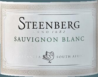 Im Glas offenbart der Sauvignon Blanc aus der Feder von Steenberg eine leuchtend hellgelbe Farbe. Der Nase offenbart dieser Steenberg Weißwein allerlei Zitronen, Papayas, Gallia-Melone, Sternfrüchte und Physalis. Als wäre das nicht bereits eindrucksvoll, gesellen sich durch den Ausbau im Edelstahl noch Liebstöckel, Wacholder und Garrigue hinzu. Dieser trockene Weißwein von Steenberg ist genau das Richtige für Weinliebhaber, die ihren Wein gar nicht trocken genug trinken können. Der Sauvignon Blanc kommt dem bereits sehr nahe, wurde er doch mit gerade einmal 3,8 Gramm Restzucker gekeltert. Auf der Zunge zeichnet sich dieser ausgeglichene Weißwein durch eine ungemein leichte Textur aus. Durch die moderate Fruchtsäure schmeichelt der Sauvignon Blanc mit weichem Mundgefühl, ohne es gleichzeitig an saftiger Lebendigkeit missen zu lassen. Das Finale dieses reifungsfähigen Weißweins aus der Weinbauregion Coastal Region begeistert schließlich mit beachtlichem Nachhall. Vinifikation des Sauvignon Blanc von Steenberg Der balancierte Sauvignon Blanc aus Südafrika ist ein reinsortiger Wein, gekeltert aus der Rebsorte Sauvignon Blanc. Nach der Lese gelangen die Weintrauben auf schnellstem Wege ins Presshaus. Hier werden sie sortiert und behutsam gemahlen. Anschließend erfolgt die Gärung im Edelstahltank bei kontrollierten Temperaturen. Nach dem Abschluss der Gärung kann sich der Sauvignon Blanc für 3 Monate auf der Feinhefe weiter harmonisieren. Speiseempfehlung für den Sauvignon Blanc von Steenberg Trinken Sie diesen Weißwein aus Südafrika idealerweise sehr gut gekühlt bei 5 - 7°C als Begleiter zu Rucola-Penne, Thai-Gurkensalat oder pikantes Curry mit Lamm. Prämierungen für den Sauvignon Blanc von Steenberg Dieser Wein aus Coastal Region überzeugt nicht nur uns, nein auch bekannte Kritiker zeichneten ihn bereits aus. Unter den Bewertungen finden sich John Platter Wine Guide - 4 Sterne Tim Atkin Master of Wine - 90 Punkte