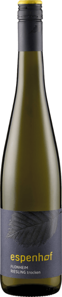 """Der Flonheimer Weisser Riesling vom Weingut Espenhof präsentiert sich im Glas in einem intensiven Strohgelb mit grünlichen Reflexen und begeistert mit seinem geradlinigen und lebendigen Bouquet. Dieses enthält die wunderbaren Aromen von Birnen, knackigen Äpfeln und Zitrusfrucht. Untermalt werden diese Fruchtnoten von dezenten erdigen und herbalen Nuancen. Dieser Weißwein ist perfekt ausbalanciert mit seiner vitalen Säure und trockener Frucht. Vinifikation für denFlonheimer Weisser Rieslingvom Weingut Espenhof Dieser Weißwein wird aus Riesling der LagenFlonheimer Binger Berg """"Kisselberg"""" und Uffhofener La Roche hergestellt. Die Reben wachsen dort am Südhang auf Böden mit einer sandigen Lösslehm-Auflage. Im Untergrund sorgen Muschelkalk und felsige Kiesbödem am Kisselberg für eine intensive MIneralik. Die Trauben für diesen Weißwein werden handgelesen, schonend gepresst und in Edelstahltanks und Fässern auch Wachauer Eiche spontan vergoren. Im Anschluss daran wird der Wein langsam vergoren und lagert bis zu seiner Abfüllung im Vollhefelager. Speiseempfehlung für den Flonheimer Weisser Riesling vom Weingut Espenhof Genießen Sie diesen trockenen Weißwein als Aperitif, zu leichten Vorspeisen, asiatischen Gerichten, gegrillter Hähnchenbrust in Sahne-Zitronen-Sauce, Pfifferlingen oder Steinpilzknödeln. Auszeichnungen für den Flonheimer Weisser Riesling vom Weingut Espenhof Jancis Robinson: 16,5 Punkte (Jahrgang 2015) Falstaff Deutschland: 89 Punkte (Jahrgang 2015) Gault Milllau: 86 Punkte (Jahrgang 2012) Eichelmann: 84 Punkte (Jahrgang 2011)"""