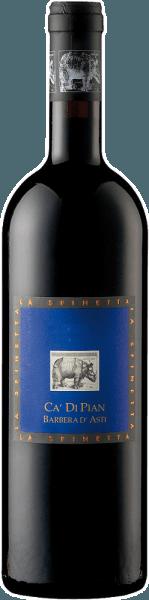 Der Ca di Pian Barbera d'Asti DOC von La Spinetta schimmert im Glas in dunklen Rubintönen mit violetten Reflexen und verströmt dabei sein intensives Bouquet. Dieses lässt die Aromen von Blaubeeren und Orangenschalen erkennen mit einer dezenten erdigen Note. Dieser Rotwein aus dem Piemont ist körperreich und trotz seiner Intensivität ausgewogen mit einer seidigen Textur. Dieser Barbera verbindet Reichhaltigkeit mit Eleganz. Vinifikation für den Ca di Pian Barbera d'Asti DOC von La Spinetta Die Reben für diesen Wein wachsen auf kalkhaltigen Böden in der Region Castagnole und Costigliole. Die Fermentation findet temperaturkontrolliert für 6-7 Tage statt, anschließend erfolgt der Ausbau in zum Teil neuen und alten Fässern aus französischer Eiche für 12 Monate. Danach wird der Wein für 12 Monate in Edelstahltanks umgefüllt, bevor er für ein weiteres Jahr in der Flasche reift. Speiseempfehlung für den Ca di Pian Barbera d'Asti DOC von La Spinetta Genießen Sie diesen trockenen Rotwein zu kräftigen Gerichten von Schwein und Rind, Braten und gegrilltem Fleisch, Lamm und Wild oder zu kräftigem Käse. Auszeichnungen für den Ca di Pian Barbera d'Asti DOC von La Spinetta Gambero Rosso: 2 Gläser (Jahrgänge 2011, 2012, 2013, 2014) James Suckling: 91 Punkte (Jahrgang 2012)