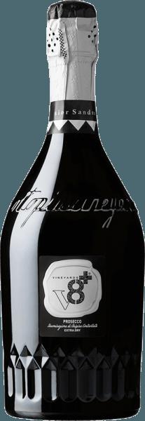 """DerSior Sandro Prosecco Spumante Extra Dry von Vineyards v8+ ist ein ausgezeichneter, cremiger Schaumwein aus Venetien. Ausschließlich aus der Rebsorte Glera wird dieser Schaumwein vinifiziert. In einem zarten Strohgelb mit goldenen Glanzlichtern präsentiert sich dieser italienische Spumante. Die Perlage tanzt mit feinen Perlenschnüren im Glas. Das Bouquet ist gezeichnet von intensiven blumigen Aromen. Dazu gesellen sich feine Anklänge an saftiger Pfirsich und etwas Birne. Am Gaumen ist dieser Schaumwein herrlich cremig mit einem eleganten und angenehm trockenen Körper. Das lang anhaltende und präsente Finale wird von einer dezenten Würze getragen. Speiseempfehlung für denVineyards v8+Sior Sandro Prosecco Spumante Extra Dry Genießen Sie diesen Prosecco Spumante aus Italien zu kalten Vorspeisen mit Fisch und Meeresfrüchten. Aber auch Solo ist dieser Schaumwein für jede Feierlichkeit die perfekte Wahl. Auszeichnungen für denSior SandroVineyards v8+Prosecco Spumante Extra Dry Mundus Vini: Gold-Medaille und """"Bester Prosecco der Verkostung"""" (vergeben 2015)"""