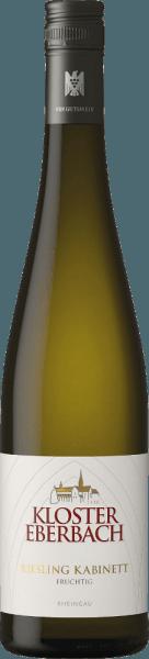 Der Riesling Kabinett fruchtig von Kloster Eberbach ist ein rebsortenreiner, süßer Weißwein aus dem deutschen Weinanbaugebiet Rheingau. Im Glas leuchtet dieser Wein in einem klaren Strohgelb mit goldenen Glanzlichtern. In der Nase entfalten sich eine intensive, fruchtige Aromatik nach frischen Zitrusfrüchten und reifen Pfirsichen. Der Gaumen erfreut sich an einer saftigen und süßen Fruchtfülle, die von einer feinen Säurestruktur umschlossen wird. Dieser deutsche Weißwein besitzt eine herrliche Griffigkeit und saftige Fruchtsüße, die mit einer deutlichen Mineralität in den langen Nachhall begleitet. Speiseempfehlung für den Kloster Eberbach Riesling Kabinett Dieser süße Weißwein aus Deutschland ist ein toller Begleiter zu scharfen, pikant gewürzten Gerichten der asiatischen Küche. Aber auch zu Wurstspezialtäten ist dieser Wein ein Genuss.