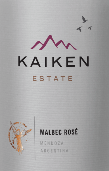 Der Viña Kaiken Malbec Rosé bietet eine intensive, brillante und äußerst attraktive helle Himbeerfarbe im Glas. Wunderbar beeindruckend verführt dieser chilenische Roséwein mit ausgeprägten und aromatisch intensiven Aromen von frischen Erdbeeren. Daraus entwickelt sich eine interessante und elegante Note von frischen Veilchen. Am weichen, vollmundigen Gaumen des Kaiken Rosé kommt die ausgeprägte Frucht, die erfrischende und gut ausgewogene Säure und die enorm gute Balance wunderbar zum Ausdruck. Ein langer und anhaltender Nachhall krönt diesen sortenreinen Roséwein. Speiseempfehlung für den Kaiken Malbec Rosé Wir empfehlen diesen trockenen Rosé aus Argentinien besonders zu leichten Speisen wie Salat, Gemüse, pikantem Fingerfood, Sushi, Sashimi und feinen Kalbsfleisch- und Geflügelgerichten.