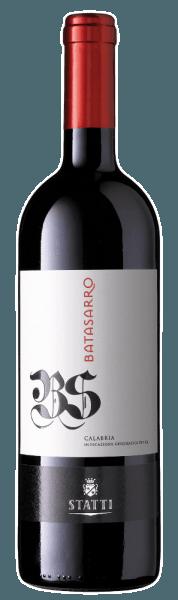 Der rubinrote Batasarro IGT Calabria von Statti gibt den Einfluss von Holz deutlich zu erkennen.Seine außerordentliche Duft- und Geschmacksvielfalt reicht von dunklen Beeren über intensive Gewürze bis hin zu Kaffee, Mokka und Röstaromen. Ein wunderbare Textur mit konzentrierten, intensiven Nuancen und ein eleganter Stil prägen das Mundgefühl.Genießen Sie diesen urtypischen, kalabrischen Rotwein zu würzigem Gemüse, gegrilltem Fleisch und aromatischem Käse.