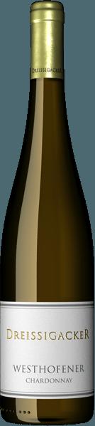 Der Westhofener Chardonnay von Dreissigacker kommt mit herrlicher goldgelber Farbe ins Glas und offenbart der Nase ein sensationell frisches und fruchtiges Bouquet. Gelbes Steinobst wie Mirabellen und Aprikosen, reifen Birnen sowie exotische Früchte wie Mango und Ananas bestimmen die erste Nase. Elegante Kräuternoten nach Rosmarin und etwas Zimt und Orangenschale ergänzen das Bouquet. Abgerundet wird das Duftprofil des Westhofener Chardonnays von Dreissigacker von elegant nussigen und leicht buttrigen Noten sowie einem Hauch Brioche. Am Gaumen liefert der Dreissigacker Westhofener Chardonnay einen klaren, feinsaftigen Auftakt. Dicht, kraftvoll, recht kompakt und komplexem Körper gleitet dieser Chardonnay über die Zunge. Das Gaumengefühl wird durch eine präzise, straffe Struktur mit Schmelz und wird von einem fast exotischen Geschmack nach kandierter Steinobstfrucht und Honigmelone mit einer schmeckbaren Mineralität, abermals Kräutern und zarten Vanillenoten erfüllt. Anhaltend und intensiv sowie tiefgründig und wieder zart schmelzig mündet der Dreissigacker Westhofener Chardonnay in einen unglaublich langen Abgang, der ein wunderbares Spiel aus Säure, Frische und cremiger Fülle preisgibt. Vinifikation des Dreissigacker Westhofener Chardonnay Dieser Rheinhessische Chardonnay von Dreissigacker wird aus bio-zertifizierten Trauben erzeugt. Nach der Lese werden sie sanft angepresst und einige Stunden kalt mazeriert. Nach dem Abpressen des Mostes wird dieser spontan vergoren und der Wein 8 Monate im Holzfass ausgebaut. Speiseempfehlung zum Dreissigacker Chardonnay aus Weshofen Genießen Sie diesen kraftvollen deutschen Weißwein zu Spargel, gegrilltem Fisch, Geflügel und mildem Weichkäse.