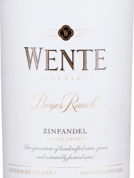 Aus den Rebsorten Zinfandel (80%) und Petite Sirah (20%) wird der vollmundige, rundeBeyer Ranch Zinfandel von Wente Vineyards aus dem amerikanischen Weinanbaugebiet Kalifornien vinifiziert. Im Glas schimmert dieser Wein in einem tiefen Rubinrot mit purpurnen Glanzlichtern. Die Nase erfreut sich an einem würzig-fruchtigen Bouquet mit Aromen nach Waldbeeren (besonders Himbeere und Brombeere), saftige Kirschen - elegant untermalt von frisch gemahlenen Pfeffer und etwas Eichenholzwürze. Auch am Gaumen spiegeln sich die Aromen der Nase wider und werden von einer vollmundiger Struktur und rundem Körper perfekt gestützt. Die Tannine sind wundervoll eingebunden und begleiten in das lange, schöne Finale. Vinifikation des WenteBeyer Ranch Zinfandel Nach der Lese der beiden Rebsorten wird das Lesegut im Weinkeller von Wente Vineyards getrennt voneinander in Edelstahltanks vergoren. Dabei wir die Maische zwei- bis dreimal täglich übergepumpt. Nach abgeschlossenem Gärprozess wird dieser amerikanische Rotwein sowohl in Edelstahltanks als auch in Eichenfässern ausgebaut. Speiseempfehlung für denZinfandelWente Beyer Ranch Genießen Sie diesen trockenen Rotwein aus den USA zu Vorspeisen - wie Tapas oder Antipasti - Lammspieße frisch im Grill, oder auch zu Schmorbraten in dunkler Sauce.