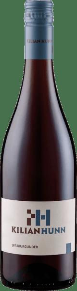 Der Spätburgunder vom Weingut Kilian Hunn erscheint im Glas in einem dunklen Rubinrot und entfaltet sein intensives Bouquet, welches von den Aromer reifer Beeren, Kirschen und einer feinen Vanillenote grprägt word. Dieser Rotwein aus Baden ist ausdrucksstark und kraftvoll mit angenehmen Tanninen und würzigen Noten, welche überleiten in den langen Nachhall. Vinifikation für den Spätburgunder vom Weingut Kilian Hunn Die Trauben für diesen Wein wurden selektiv von Hand gelesen, einer temperaturgesteuerten Maischegärung unterzgen und anschließend wurde der Wein zum Teil im Edelstahltank und 12 Monate in Holzfässern ausgebaut. Speiseempfehlung für den Spätburgunder vom Weingut Kilian Hunn Genießen Sie diesen trockenen Rotwein zu Steaks, Braten, Wild und Lamm oder zu Käse und Schokolade. Auszeichnungen für den Spätburgunder vom Weingut Kilian Hunn China Wine & Spirits Awards: Gold (Jahrgang 2014)