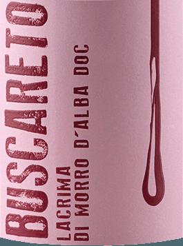 DerLacrima von Buscareto ist ein rebsortenreiner, seidig-weicher und fruchtig-würziger Rotwein aus dem italienischen Weinanbaugebiet DOCLacrima di Morro d'Alba in Marken. Im Glas schimmert dieser Wein in einem funkelnden Rubinrot mit kirschroten Glanzlichtern. Das warme Bouquet ist geprägt von einer ausdrucksvollen Aromatik nach saftigen Brombeeren, duftigen Noten nach Veilchen und Anklängen nach Gewürzen. Am Gaumen überzeugt dieser italienische Rotwein mit einer wundervoll seidigen Textur, warmen Persönlichkeit und angenehmer Würze. Mit einem angenehm langen Finale schließt dieser Wein ab. Vinifikation desBuscaretoLacrima di Morro d'Alba Die Lacrima Trauben wachsen im WeinbergS. Amico di Morro d'Alba im italienischen Marken. Sobald das Lesegut im Weinkeller von Buscareto angekommen ist werden die Trauben für die Gärung und Mazeration in Edelstahltanks bei kontrollierter Temperatur überführt. Der Gärprozess dauert ca. 10 bis 12 Tage. Anschließend verbleibt dieser Rotwein für 6 Monate in den Edelstahltanks. Harmonisch rundet dieser Wein abschließend für 2 Monate auf der Flasche ab. Speiseempfehlung für denLacrima Buscareto Dieser trockene Rotwein aus Italien ist ein wundervoller Begleiter zu Schweinemedaillons in feiner Pfeffer-Rahm-Sauce, Schweinebraten mit herzhaften Beilagen oder auch zu ausgewählten Käsesorten.