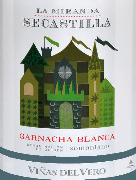 DerLa Miranda de Secastilla Garnacha Blanca von Viñas del Vero ist ein harmonischer, rebsortenreiner Weißwein aus dem spanischen Anbaugebiet DO Somontano. Im Glas präsentiert sich dieser Wein in einem zarten Strohgelb mit glitzernden Reflexen. Das elegante Bouquet verzaubert die Nase mit feinen Aromen nach saftigen Pfirsichen, reifen Nektarinen und Nuancen nach Mandeln und Haselnüssen. Auch am Gaumen kommt bei diesem Weißwein dieweißfleischige Frucht wunderbar zur Geltung. Dieser spanische Weißwein besitzt einen ausdrucksvollen Körper mit guter Struktur, die im schönen Gleichgewicht von Kraft und Finesse steht. Das Finale wartet mit angenehmer Länge und einem fein-nussigen Hauch auf. Vinifikation desGarnacha Blanca La Miranda de Secastilla Von Hand werden Garnacha Blanca Trauben Anfang Oktober gelesen. Noch in den Weinbergen wird das Lesegut entrappt und leicht angequetscht in einem mobilen Kühlschrankt einige Stunden mazeriert. Am Abend werden die vorbereiteten Trauben im Edelstahltank vergoren. Nach Abschluss der alkoholischen Gärung ruht dieser Wein für insgesamt 4 Monate in Eichenfässern. Speiseempfehlung für denLa Miranda de Secastilla Garnacha Blanca Viñas del Vero Genießen Sie diesen trockenen Weißwein aus Spanien zu Pasteten, knackigen Salaten mit Hähnchenbrust oder Ziegenkäse, zu allerlei Risotto-Variationen und frischer Pasta mit Meeresfrüchten.